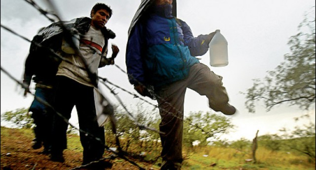 illegal-immigrants-crossing-border