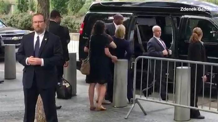 hillary-faints-while-entering-suv