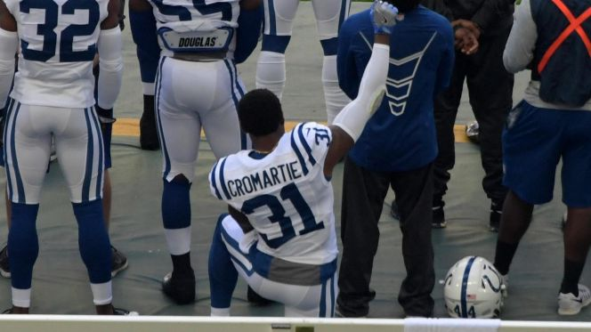 antonio-cromartie-takes-knee