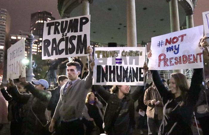 anti-trump-protestors